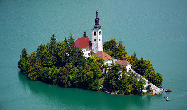 TravelPass.gr - Σε λίμνη το μοναδικό νησί της Σλοβενίας