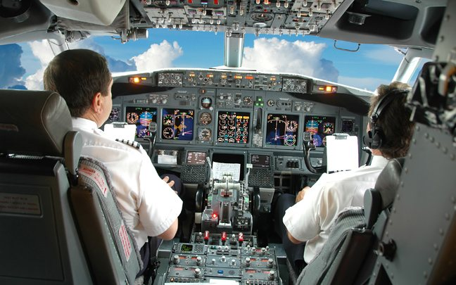 TravelPass.gr - Οι επιβάτες δεν εμπιστεύονται γυναίκες στο πιλοτήριο!