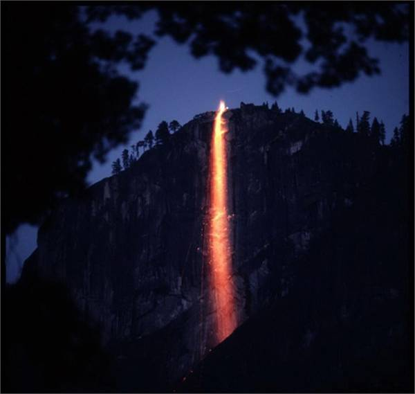 TravelPass.gr - Ένας εντυπωσιακός καταρράκτης φωτιάς