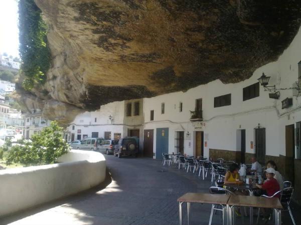 TravelPass.gr - Μια πόλη που... ξεπηδά μέσα από βράχους!