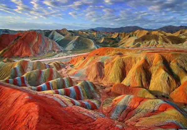TravelPass.gr - Εντυπωσιακοί πολύχρωμοι λόφοι στην Κίνα