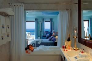 TravelPass.gr - Ειδικό αυτοκόλλητο θα πιστοποιεί τη νόμιμη λειτουργία τουριστικών καταλυμάτων