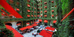 Η πιο όμορφη εσωτερική αυλή ξενοδοχείου!