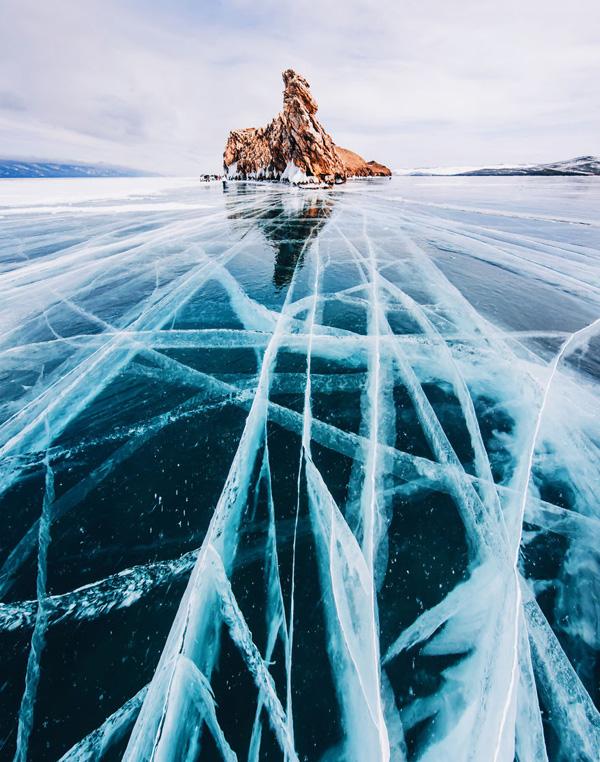 Travelpass.gr-Μαγευτικές φωτογραφίες από την παγωμένη λίμνη Βαϊκάλη