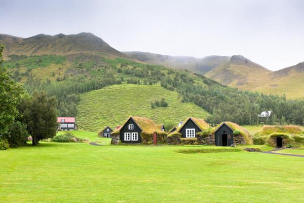 Travelpass.gr-Το παραμυθένιο ισλανδικό χωριό Χοφ και η ιδιαίτερη αρχιτεκτονική του